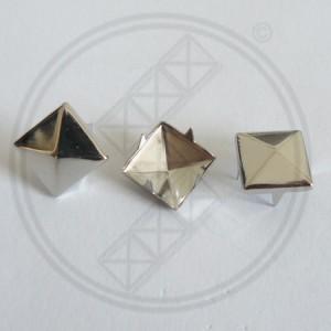 Piramide Studs Zilver