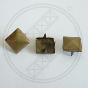 Piramide Studs antique brass