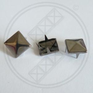 Piramide studs nikkel