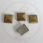 Plak studs antique brass